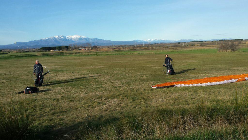 Paramoteur - decolage pour une sensation de liberte près du col de Canigou